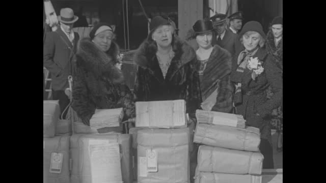 "vídeos de stock e filmes b-roll de ""american women sail for geneva to demand peace - mrs. hooper explains purpose of delegation bearing a million signatures asking for disarmament"" /... - embarcação comercial"