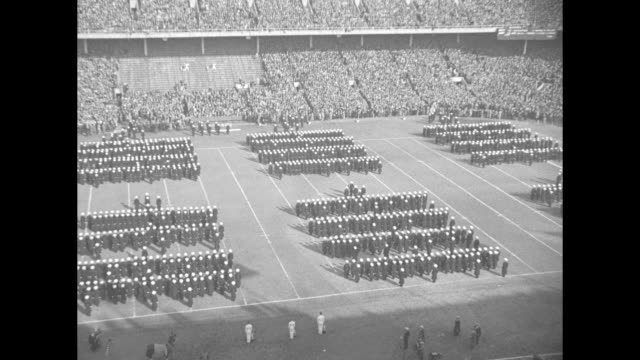 """""""army-navy game climax of football - gridiron's most colorful spectacle thrills 80,000 at philadelphia"""" / vs cadets of us military academy marching... - 士官候補生点の映像素材/bロール"""