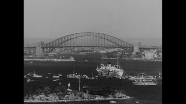 òaustralia welcomes queenó / aerial of sydney harbor edge of airplane wing and hms gothic / pov speedboat with australian flag sails past gothic / vs... - ロイヤルツアー点の映像素材/bロール