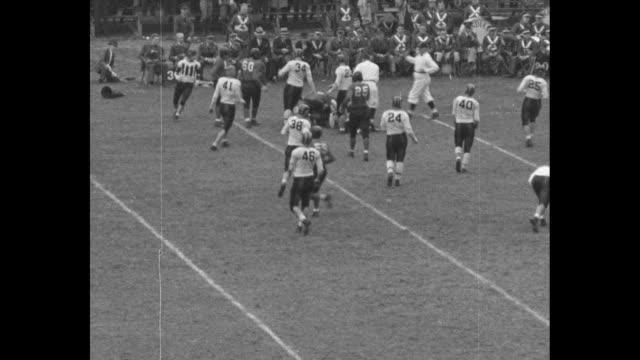 """bearcats claw hoosiers"" / high angle shot indiana kicks off to ray nolting on cincinnati 5 yard line, he returns to uc 24 yard line / nolting... - インターセプト点の映像素材/bロール"