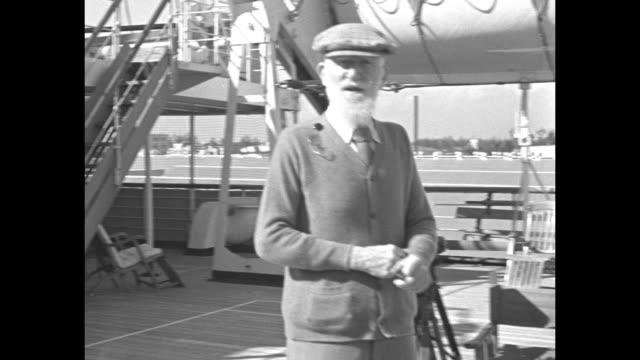"""bernard shaw visits miami, advises u. s."" / montage ss arandora star and tugboat in miami harbor / montage playwright george bernard shaw walks on... - ジョージ バーナード ショー点の映像素材/bロール"