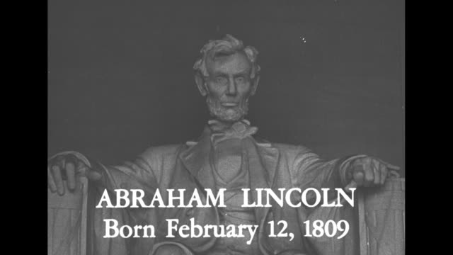 'birthdays of great americans' / 'abraham lincoln born february 12 1809' superimposed over ms lincoln memorial statue / that government of the people... - エイブラハム・リンカーン点の映像素材/bロール