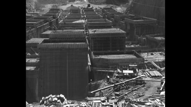 """vidéos et rushes de """"boulder dam rising from river bed! greatest project in history 18 months ahead of schedule"""" / an aerial view of boulder dam under construction with... - boulder rock"""