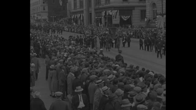 stockvideo's en b-roll-footage met boys in blue march again portland me fast fading civil war legions step at 63rd rally of gar / parade beginning crowd on either side of street... - leger van de unie