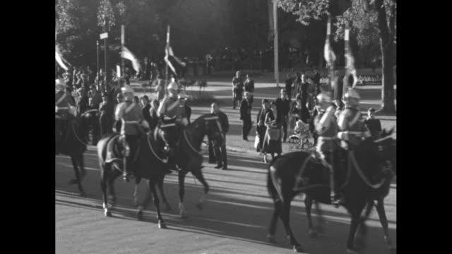 canada's prize live stock in grand parade blueribbon entries thrill spectators at national exhibition in toronto / vs parade of unformed men on... - zugpferd stock-videos und b-roll-filmmaterial