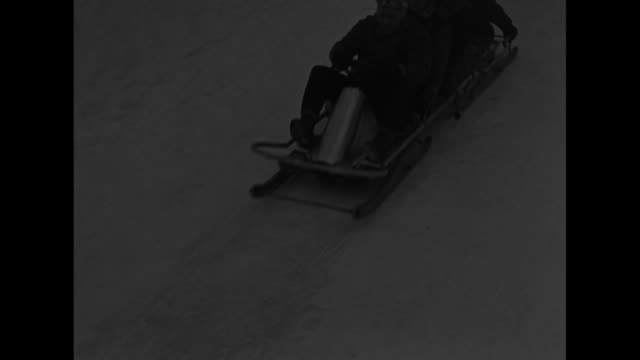 champion bobsledders keep title / two team members of a fourman team push sled at beginning of race team includes curtis stevens / vs men slowly... - bobsleighing stock videos & royalty-free footage