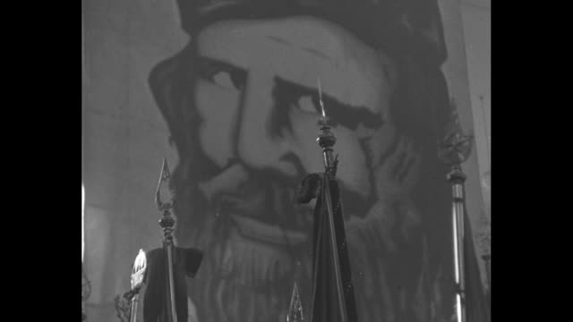 constitution of the popular democratic front / pan down mural of italian unification folk hero giuseppe garibaldi to limp flags / ms popular... - comunismo video stock e b–roll