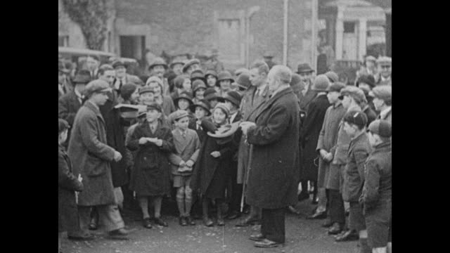 """""""cultivate calf love in britain - boys and girls at chippenham, eng., lead away prizes offered by stock raisers to interest younger generation"""" /... - チッペナム点の映像素材/bロール"""