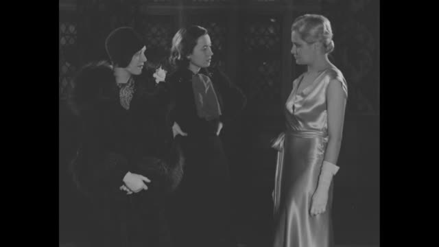 vidéos et rushes de dance hall hostess wed to millionaire's son turns showgirl mrs renee carlisle new york cinderella tells dorothy hall star of play and its producer... - actrice