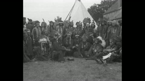 """vídeos de stock, filmes e b-roll de """"declare peace pact in force - mashpee, mass. - six nations in conference agree to ban war forever"""" / native american representatives of six tribal... - tribo norte americana"""