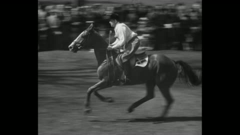 """title card """"elizabeth attends a horse show"""" queen elizabeth, prince philip and princess margaret drive up to badminton house grounds in jeep past a... - moving up点の映像素材/bロール"""