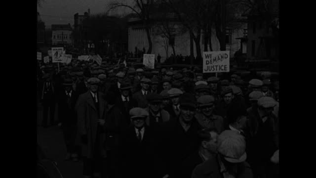 stockvideo's en b-roll-footage met farmers mobilize 4000 march on state capitol in mass protest at lincoln neb / ws large crowd of farmers gathered to march on the capitol building in... - executie evenement