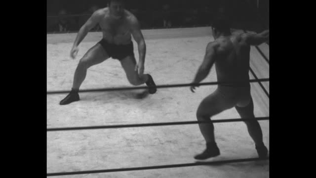 'feetfirst' wrestler gets jump on londos but loses by a neck abe coleman tries odd tactics in vain effort to down champion during fast bout at los... - ピンを刺す点の映像素材/bロール