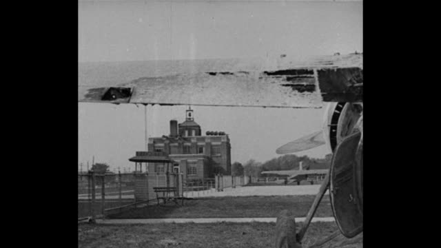 vidéos et rushes de fire halts flight louisville ky 1900 miles for a record ruth nichols sets new women's mark but her plane is wrecked after landing / pan across plane... - film documentaire image animée