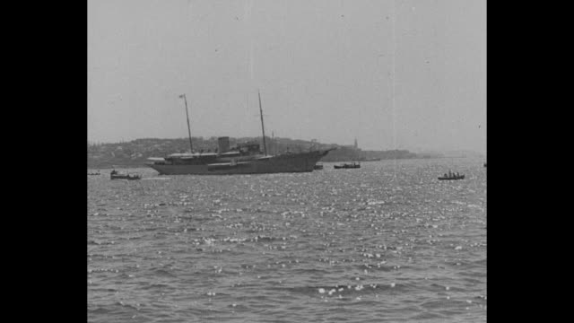 """first pictures king edward in turkey"" / edward viii's yacht, nahlin, anchored in harbor, surrounded by smaller boats / sailors escorting edward viii... - ムスタファ ケマル アタテュルク点の映像素材/bロール"