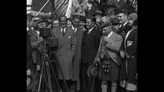 Flashes From Everywhere New York NY Bobby Jones and Jimmy Johnston sail for British golf play with famous 'rooters' / Douglas Fairbanks Jimmy...