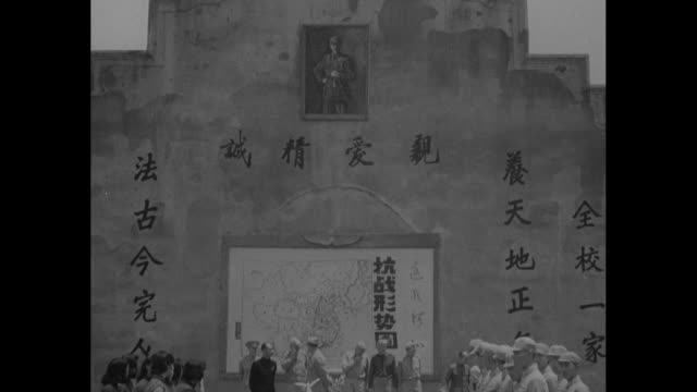 for help chinese honor gen chennault / chinese flag flying atop stone wall picture of chiang kaishek on wall tilt down to chinese writing lower on... - chiang kai shek stock-videos und b-roll-filmmaterial