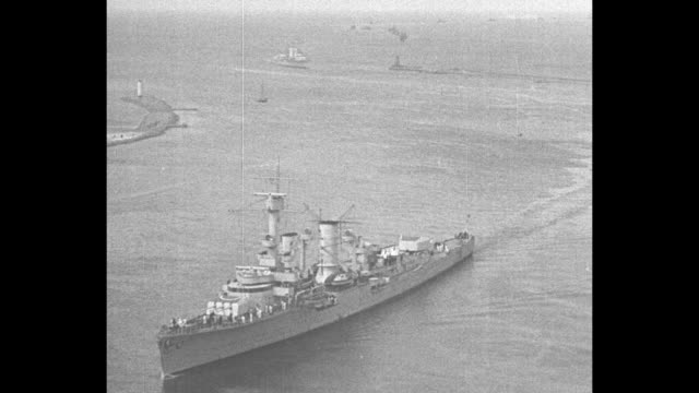 german armada displays its might in the baltic seareich's war fleet steams into swinemunde after battle maneuvers / various shots battleships on... - kriegsschiff stock-videos und b-roll-filmmaterial