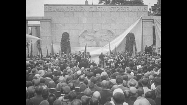 stockvideo's en b-roll-footage met germans unveil huge memorial to stresemann great peace advocate and statesman honored by his people at mayence / vs a large crowd faces large white... - regierung