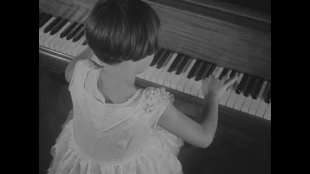 vidéos et rushes de girl only six plays classics without ever taking lesson little margot ros cuban musical sensation demonstrates her unusual ability as pianist vs ros... - piano