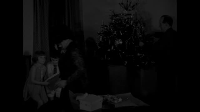 stockvideo's en b-roll-footage met glad tidings to all pontypridd wales english homes open wide to christmas noted miner's choir carols the countryside and receives true british cheer... - kerstboom versieren