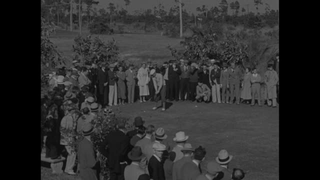 """golf stars seek winter titles in south - florida season hits stride with $10,000 open at miami-biltmore, coral gables"" / long shot of denny shute... - pgaイベント点の映像素材/bロール"