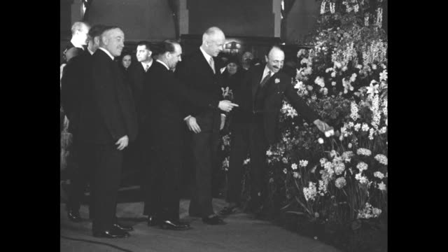 governor general visits canada's big flower show earl of bessborough admires prize entries on exhibition in montreal / vs vere ponsonby 9th earl of... - staatsdienst stock-videos und b-roll-filmmaterial