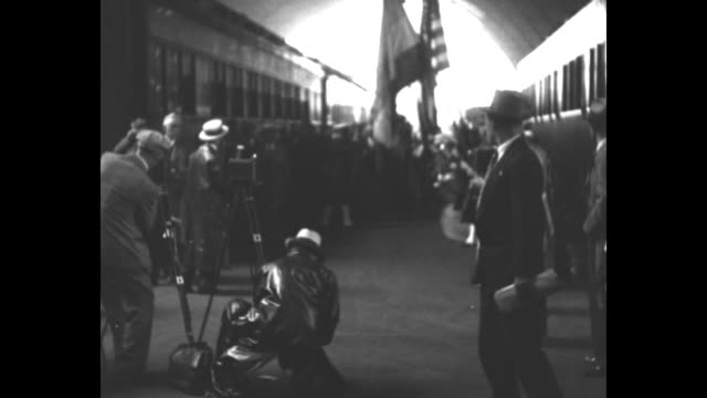vídeos y material grabado en eventos de stock de greet colombia's presidentelect chicago ill city welcomes dr enrique olaya herrera at station as he arrives on visit / people waiting on platform... - 1930