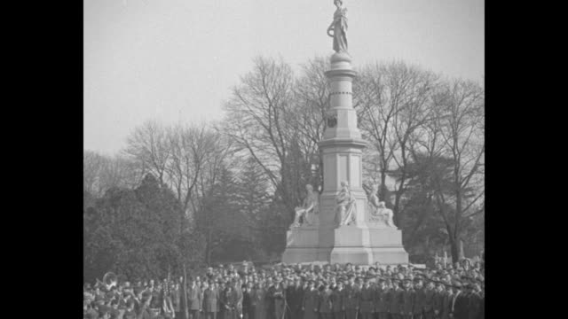 hail lincoln at hallowed spot gettysburg america bows in tribute where great emancipator made world's most famous speech / ls crowd at soldiers'... - gettysburg stock videos & royalty-free footage