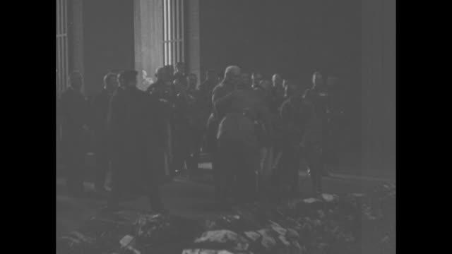 hindenburg links reich empire intimate glimpses of germany's grand old man at services for war dead / darkness / general paul von hindenburg lays... - erster weltkrieg stock-videos und b-roll-filmmaterial