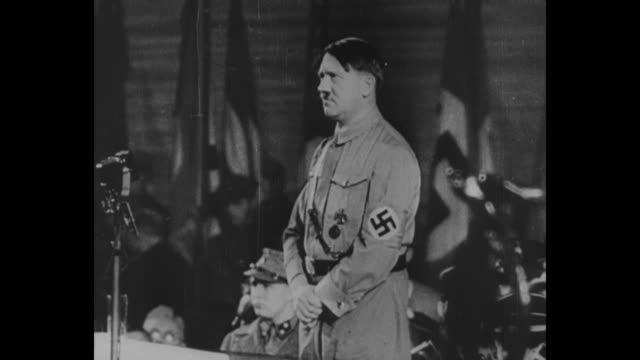 "vídeos y material grabado en eventos de stock de ""hitler's first speech as chancellor, 30 january 1933"" [this title is incorrect; event is actually hitler speaking at sportpalast in february] / pan... - fascismo"