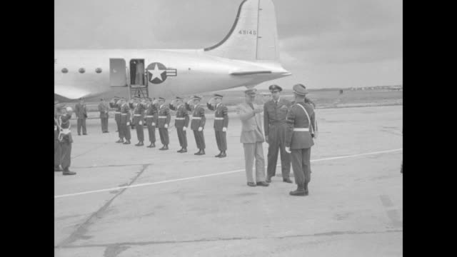 holidays in the news / title ike works even on vacation superimposed on eisenhower arrival at air base / eisenhower salutes and greets officer after... - 1951 stock-videos und b-roll-filmmaterial