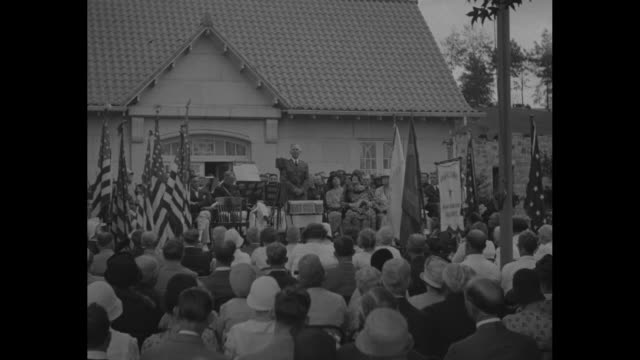honor nation's war veterans washington army and navy union dedicates cedar hill park memorials / shot from behind of crowd listening to man speaking... - union army stock videos & royalty-free footage