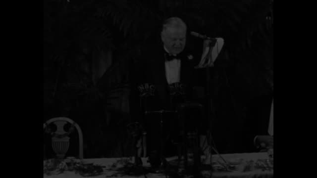 hoover hits at 'playboys' of new deal / audience at tables at the john marshall republican club applauds as former us president herbert hoover is... - new deal stock-videos und b-roll-filmmaterial