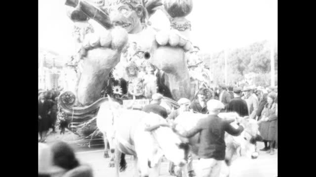 """it's open season in balmy italy for carnivals - giants of viareggio usher in colorful era of fetes"" / looking down on carnival parade in street,... - toscana bildbanksvideor och videomaterial från bakom kulisserna"