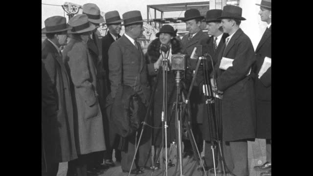 It's Will By Gum New York Will Rogers back from China turns tables on New York reporters by interviewing them for news / Will standing next to...