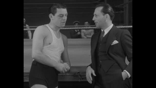 "vídeos de stock e filmes b-roll de ""jackie kid berg, new york – england's hope for world lightweight title gets into shape for future american bouts, april 4, '32"" / sportswriter talks... - lightweight"
