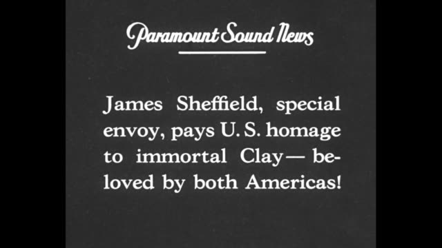 """vidéos et rushes de """"james sheffield, special envoy, pays us homage to immortal clay - beloved by both americas"""" / sheffield standing at podium speaking in front of crowd - indépendance"""