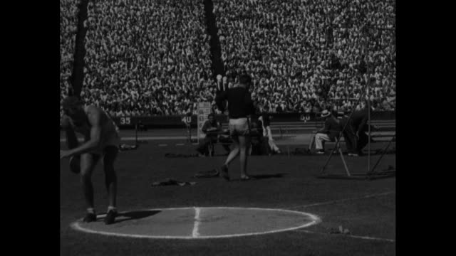 """""""john f. anderson, n.y.a.c., who broke world's record in discus throw with heave of 165 feet..."""" / john anderson of new york athletic club making... - fortuna chance video stock e b–roll"""