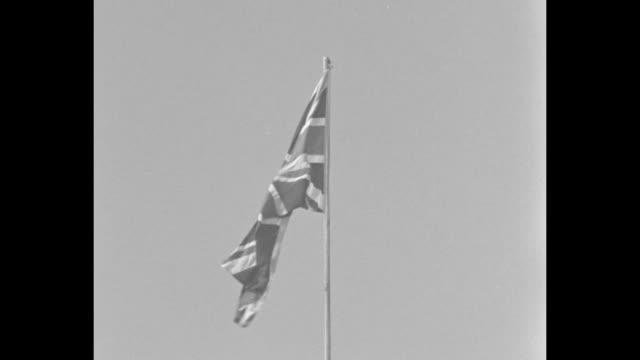 vídeos de stock e filmes b-roll de king visits fleet weymouth britain's biggest naval review since 1914 guns of 60 warships roar royal salute as king george inspects / montage british... - bandeira da grã bretanha