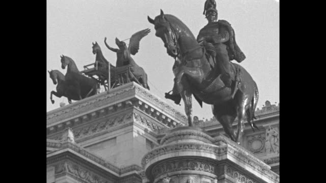 king's men risk necks to scrub king's horses italian workmen perch in perilous places to overhaul colossal bronze steeds in rome / ws victor emmanuel... - hoof stock videos & royalty-free footage