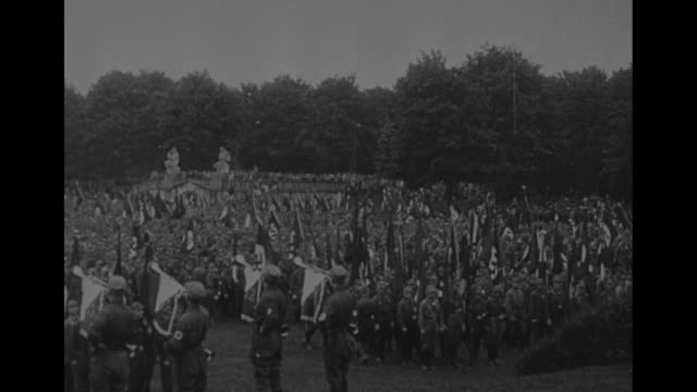 kolonne reicht sich an kolonne / large group of nazis in a park / nazi marching band / transcript of german newspaper article about the rally in the... - adolf hitler stock-videos und b-roll-filmmaterial
