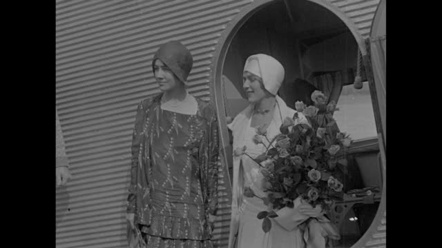 'lindy's anne and our mary' / at the ceremonies for transcontinental air transports' first transcontinental passenger and mail service, anne morrow... - passenger点の映像素材/bロール