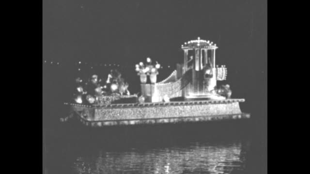 vídeos de stock, filmes e b-roll de long beach stages water fete for quake sufferers / night lighted waterborne floats move on water during entertainment for victims of the 1933 long... - réplica da estátua da liberdade réplica