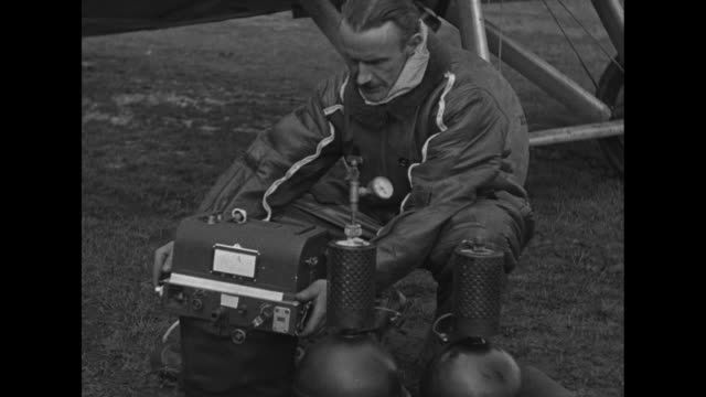 long range photo ace wins award wright field o capt stevens given mackay trophy for 227mile air picture shows camera / albert stevens captain in us... - flygfält bildbanksvideor och videomaterial från bakom kulisserna