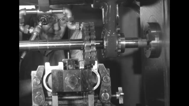 vídeos de stock e filmes b-roll de machine guns / shot of three machine guns / vs workers in factory working at machines making machine gun barrels / vs workers examining barrels / vs... - general motors