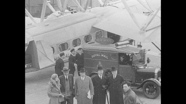 """""""mail plane links london-capetown--imperial airways giant 38-seater leaves croydon on weekly service to south africa 8,000 miles away"""" / royal mail... - ロイヤルメール点の映像素材/bロール"""