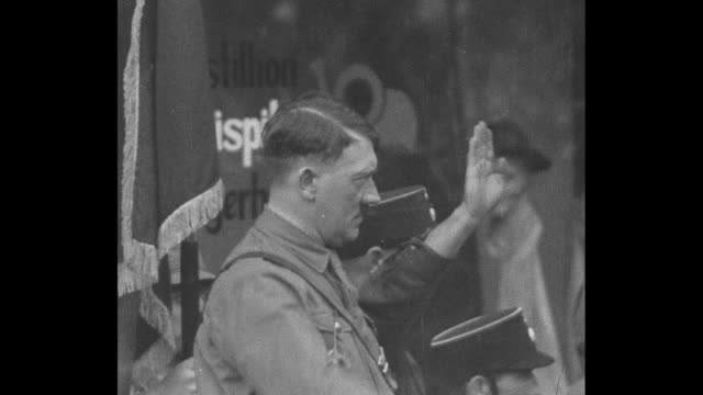 "vídeos de stock e filmes b-roll de man of destiny leipzig"" adolf hitlerƒ germany's mussolini 30000 german fascists hail fiery leader of new nationalist movement / side view hitler he... - 1931"