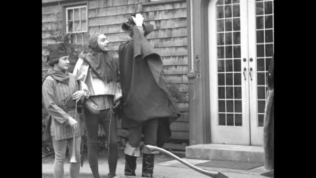 """vidéos et rushes de """"news flashes!"""" / three people in costumes of the middle ages era bowing down before grace coolidge, who wears a fur coat / man in costume presents... - northampton"""