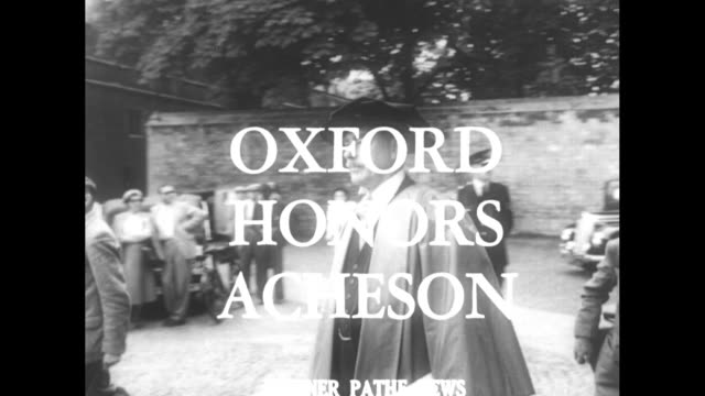 stockvideo's en b-roll-footage met title card news from overseas / title oxford honors acheson superimposed over us secretary of state dean acheson wearing academic regalia departing... - afstudeer toga